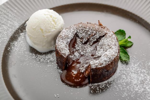 Heißer schokoladenpudding, fondant au chocolat