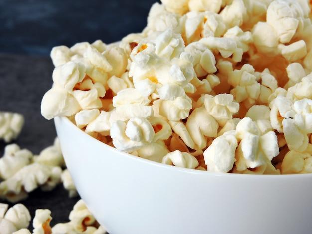Heißes hausgemachtes popcorn.