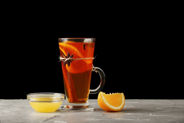 Heißgetränk mit orange und honig