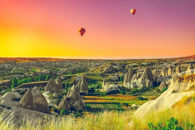 Heißluftballons über kappadokien