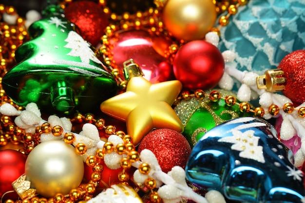 Hell gefärbter weihnachtsdekorationshintergrund