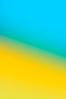Hell gelb und blau in der steigung