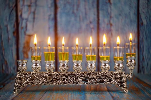Hell glühende weichzeichnung chanukkas menorah