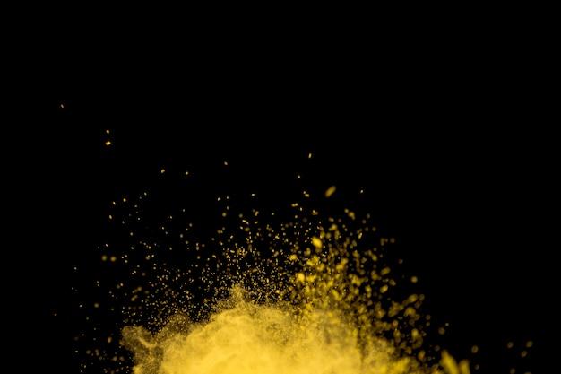Hell platzendes, leuchtend gelbes pulver
