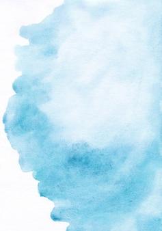 Hellblauer aquarellfleck auf weißem hintergrund