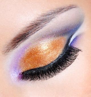 Helle farben eines mode-make-ups - makroaufnahme