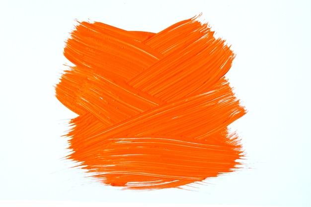 Helle orange und weiße farben des abstrakten kunsthintergrundes. aquarellmalerei auf leinwand mit roten strichen und spritzern. acrylbild auf papier mit muster. textur-hintergrund.