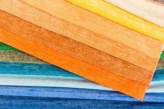 Helle sammlung von bunten textilproben nahaufnahme