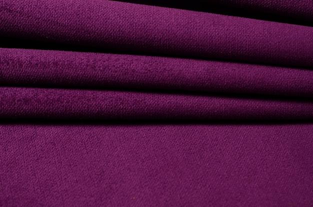 Helle textilprobe aus ultraviolettem velours. stoff textur hintergrund