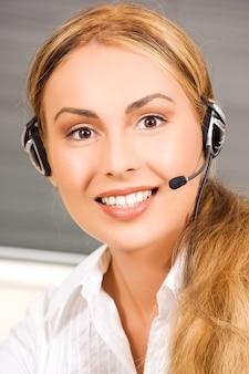 Helles bild der freundlichen helpline-betreiberin