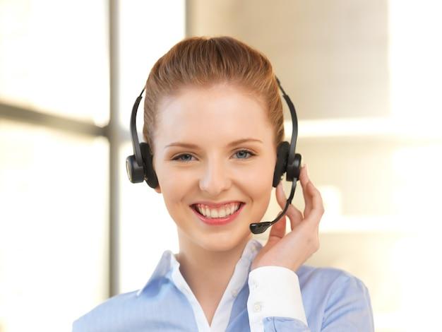 Helles bild einer freundlichen hotline-betreiberin