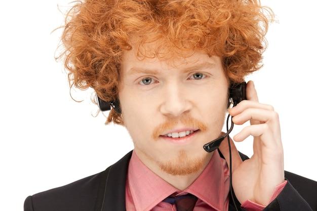 Helles bild eines freundlichen männlichen helpline-betreibers
