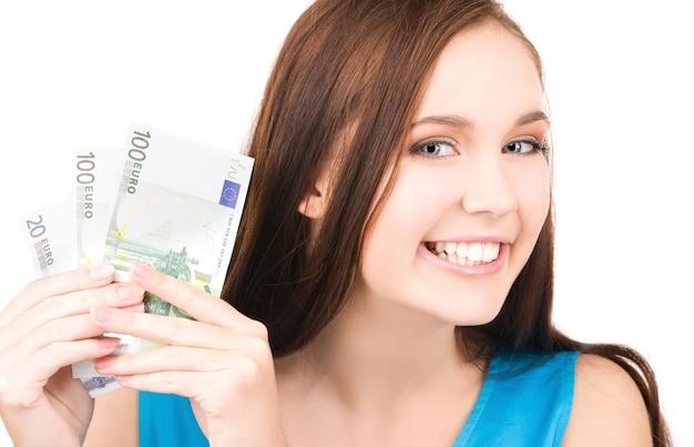 Helles bild von reizendem teenager-mädchen mit geld