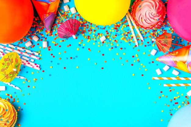 Helles dekor für einen geburtstag, eine party, ein festival oder einen karneval.