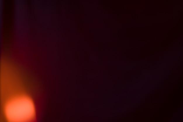 Helles licht auf schwarzem hintergrund