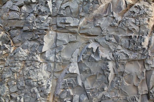 Hellgrauer natürlicher vertikaler schnitt der felsnatursteinstruktur