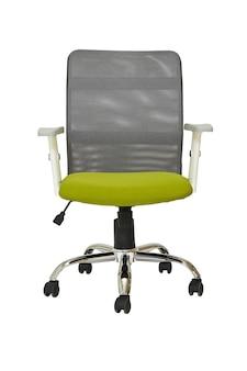 Hellgrüner bürosessel auf rädern mit grauer kunststoffrückseite auf weißem hintergrund