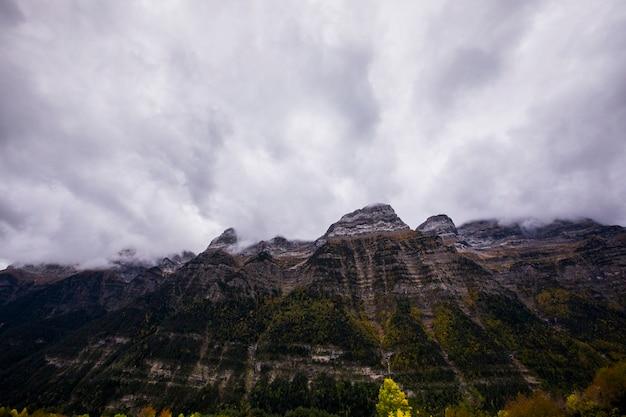 Herbst im nationalpark ordesa und monte perdido, spanien