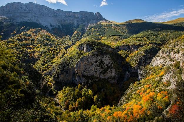 Herbst in escuain, ordesa und monte perdido nationalpark, spanien