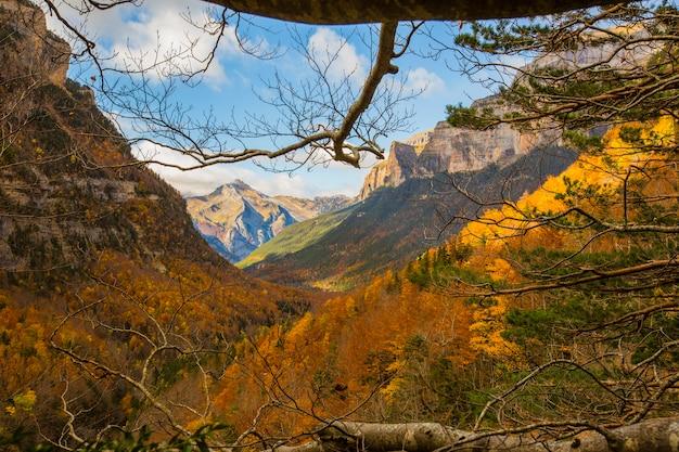 Herbst in ordesa und monte perdido nationalpark, spanien
