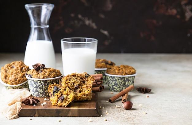 Herbst kürbis oder karotte gesunde vegane weiche muffins