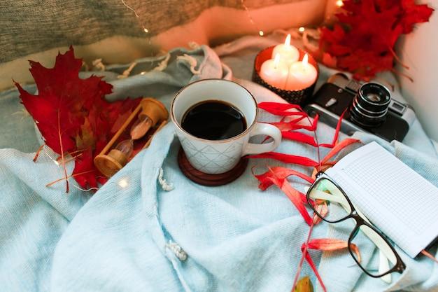 Herbst und ferienkonzept. flach liegen