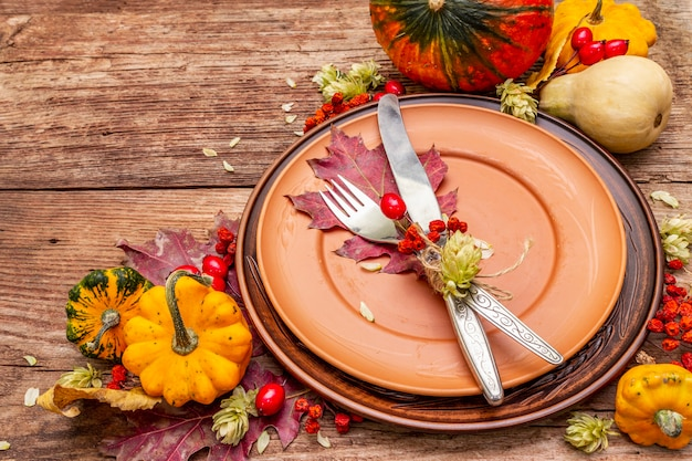 Herbst und thanksgiving dinner gedeck