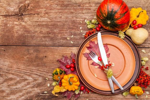 Herbst und thanksgiving dinner gedeck