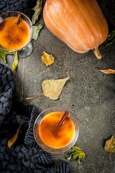 Herbst- und wintergetränke. thanksgiving- und halloween-cocktails.