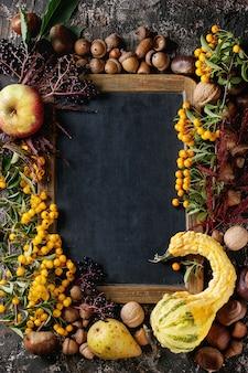 Herbstbeeren mit tafel