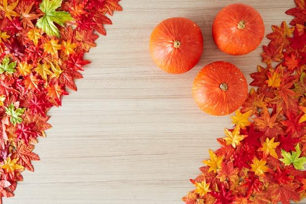 Herbsthintergrund des freien raumes und der herbstzeit