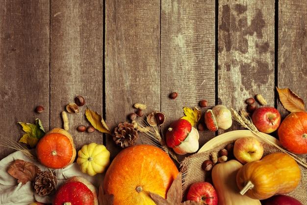Herbsthintergrund mit copyspace