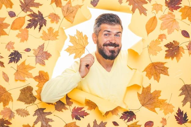 Herbstkleidung und farbtrends.