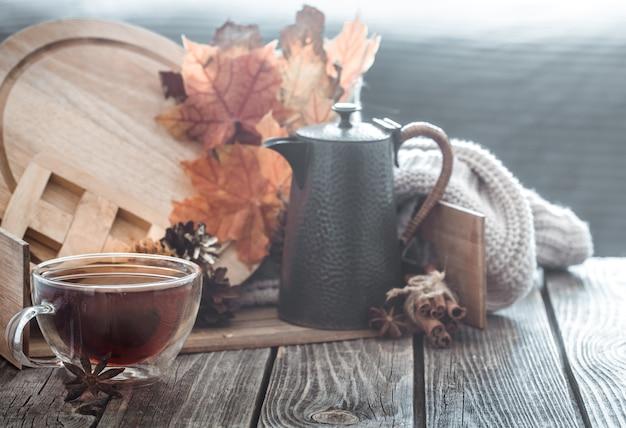 Herbstkomposition im innenraum