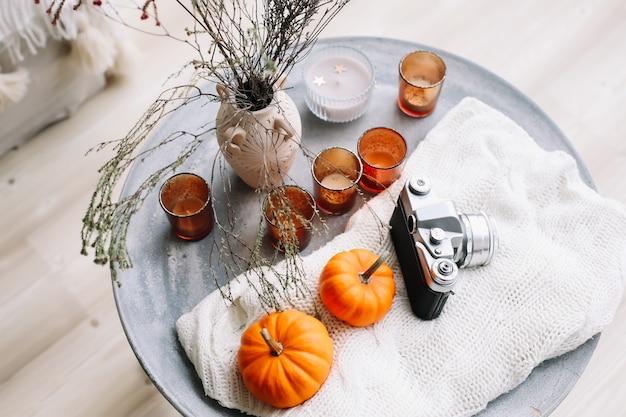Herbstkomposition mit kürbissen herbst herbst halloween thanksgiving day konzept