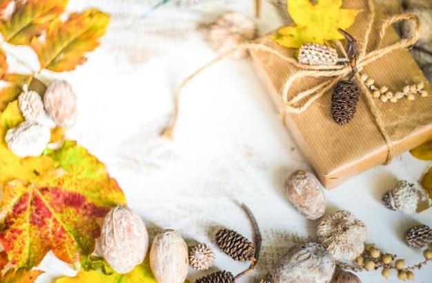 Herbstlich mit gelben blättern