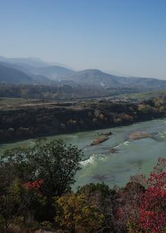 Herbstliche landschaft der region kartli