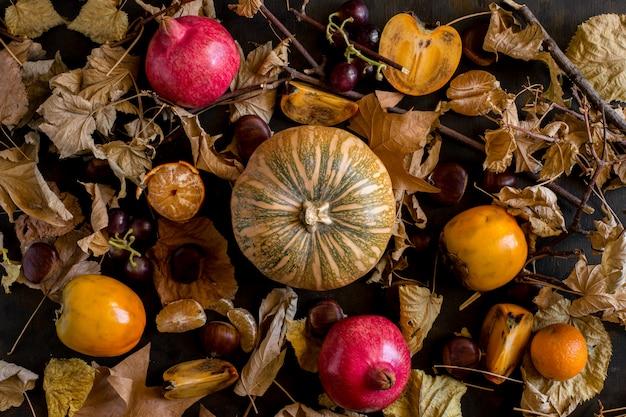 Herbstlicher hintergrund