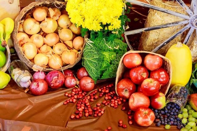 Herbstliches stillleben des erntedankfestes