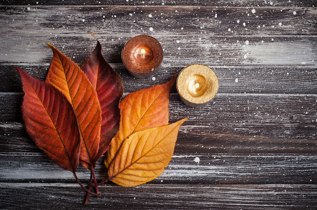 Herbstliches stillleben mit kerzen