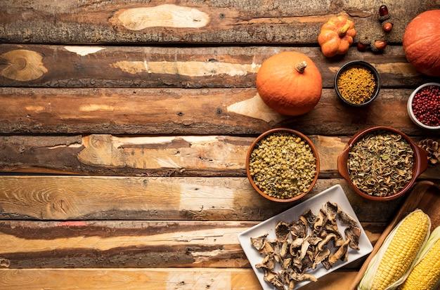 Herbstnahrungsmittelfeld mit exemplarplatz