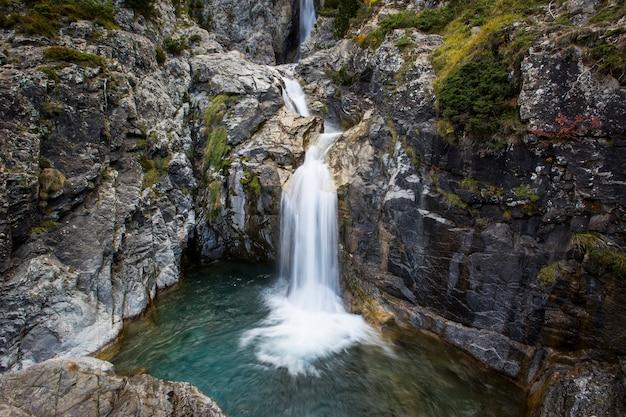 Herbstszene in ordesa und monte perdido nationalpark, spanien