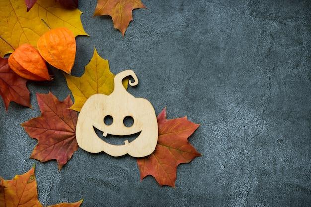 Herbstzusammensetzung mit trockenen blättern