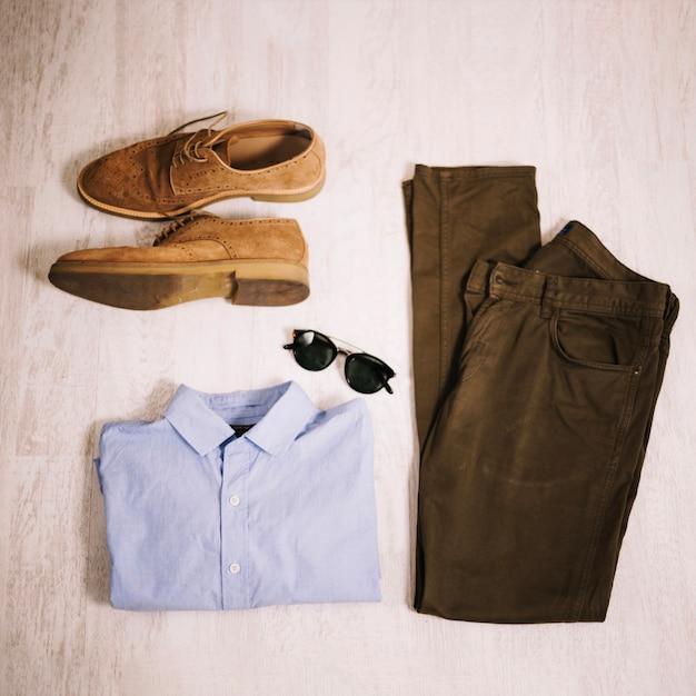 Herrenbekleidung und -zubehör