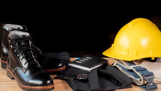 Herrenmode kleidungsset und accessoires. ingenieur kleidung konzept