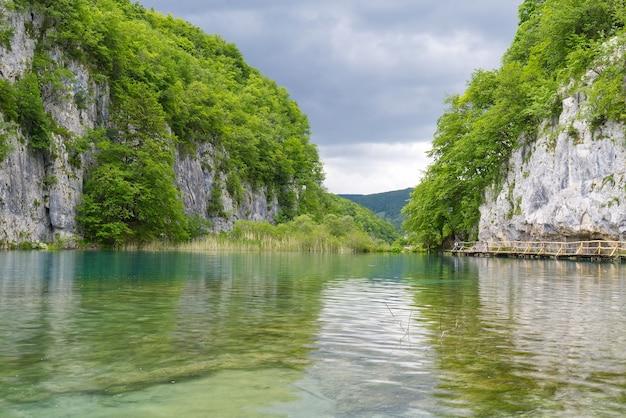 Herrlicher blick auf die seen im nationalpark plitvicer seen kroatien