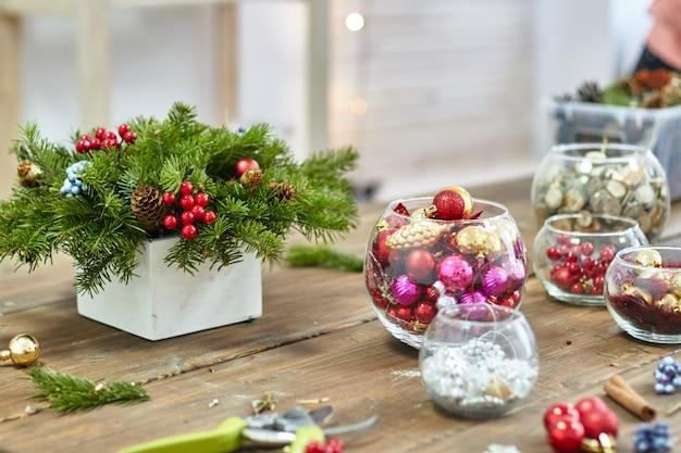 Hersteller weihnachtsdekoration mit ihren eigenen händen
