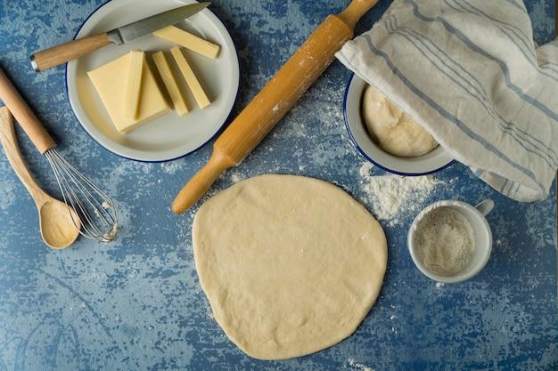 Herstellung traditioneller tequenos mit käse
