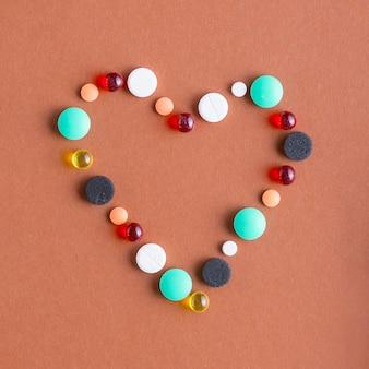 Herz aus verschiedenen pillen
