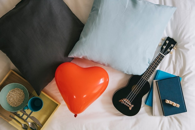 Herz-ballon und valentinstag-lieferungen